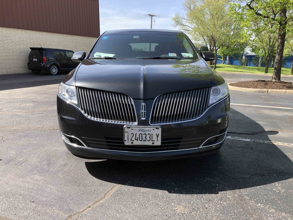 Lincoln MKT Sedan Front