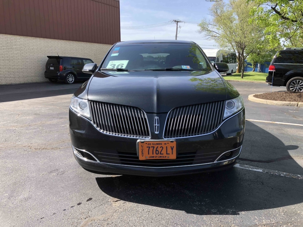 Lincoln MKT Sedan II Front